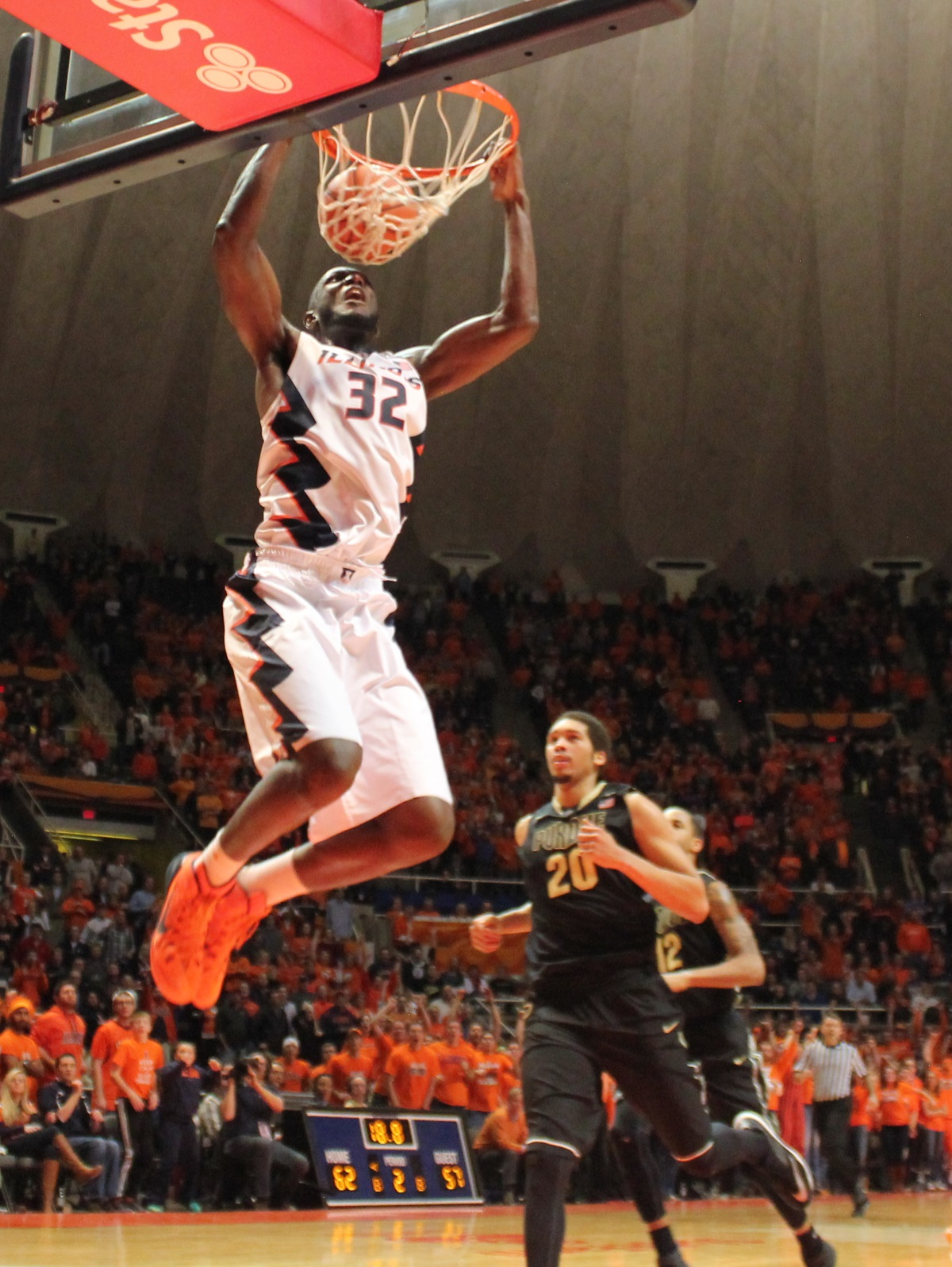 Nnanna Egwu dunks to seal the win versus Purdue