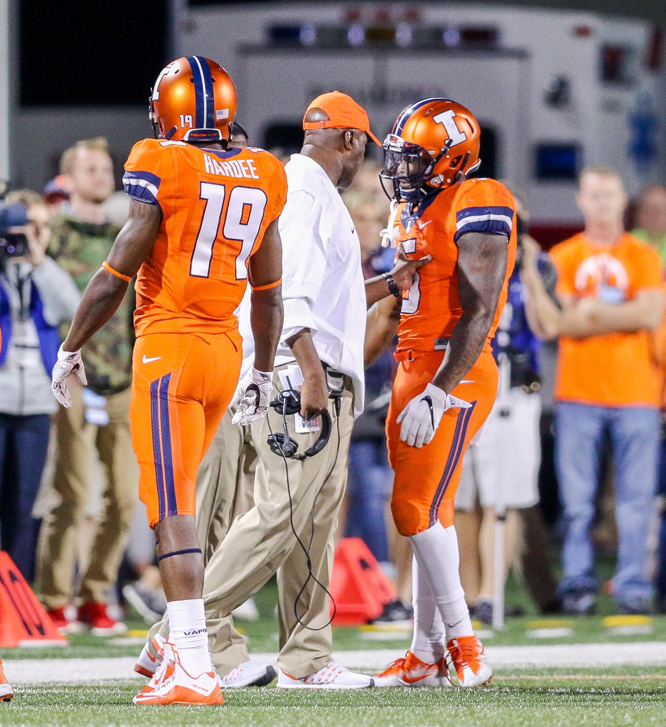 Illini head coach Lovie Smith admonishes Ke'Shawn Vaughn after the latter's personal foul Saturday night in Champaign (Vashoune Russell)